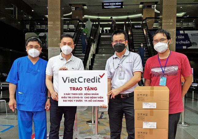 VietCredit tặng thiết bị y tế cho Bệnh viện Đại học Y Dược TP.HCM